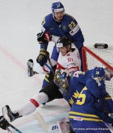 IIHF World Championship 2017 Quarterfinal SUI - SWE Oliver Ekman Larsson #23, Fabrice Herzog #61, Henrik Lundqvist #35 Paris, Bercy ©Puckfans.at/Andreas Robanser