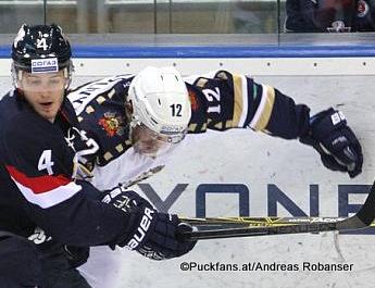 KHL Saison 2015-16 Slofnaft Arena Bratislava Patrik Luza #4, Pyotr Schastlivy #12 ©Puckfans.at/Andreas Robanser