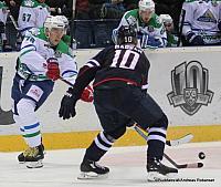 Slovan Bratislava - Salavat Yulaev Ondrej Nepela Arena Anton Burdasov #78, Cam Barker #10 ©Puckfans.at/Andreas Robanser