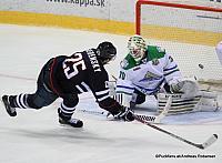Slovan Bratislava - Salavat Yulaev Ondrej Nepela Arena Pavol Skalický #28, Ben Scrivens #30 ©Puckfans.at/Andreas Robanser