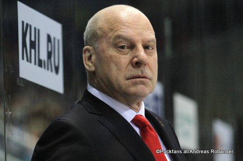 Mike Keenan, Kunlun Red Star Head Coach and General Manager © Puckfans.at / Andreas Robanser