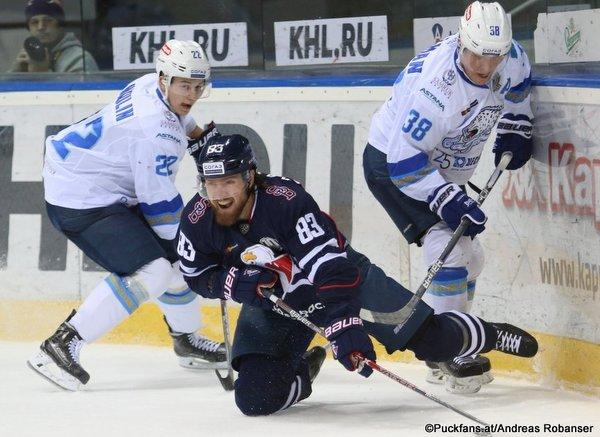 HC Slovan Bratislava - Barys Astana Jan Buchtele #47, Henrik Karlsson #1 Ondrej Nepela Arena ©Puckfans.at/Andreas Robanser