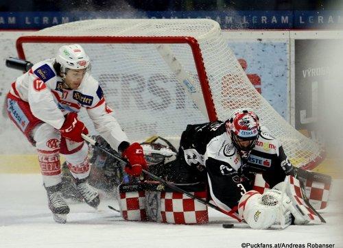 HC Orli Znojmo - EC KAC Manuel Ganahl #17, Marek Schwarz #3 Nevoga Arena Zimní Stadion, Znojmo ©Puckfans.at/Andreas Robanser