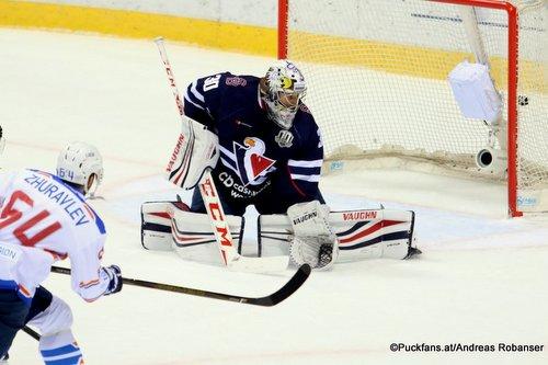 HC Slovan Bratislava - Lada Togliatti Vladimir Zhuravlev #64, Jakub Stepanek #30 Ondrej Nepela Arena ©Puckfans.at/Andreas Robanser