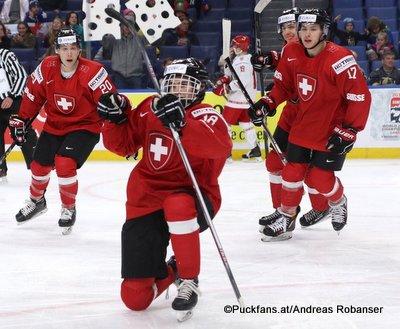 IIHF World Juniors 2018 SUI - BLR Elia Riva #17, Valentin Nussbaumer #18, Sven Leuenberger #20 Key Bank Center ©Puckfans.at/Andreas Robanser