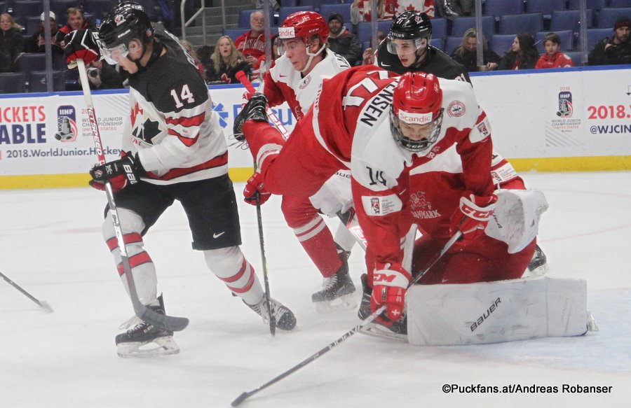 IIHF World Juniors 2018 DEN - CAN Rourke Chartier #14, Lasse Holm Mortensen #14, Emil Gransøe  #1 Key Bank Center ©Puckfans.at/Andreas Robanser