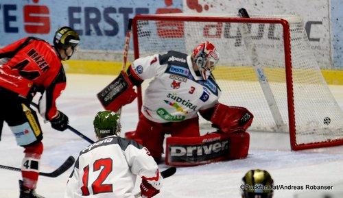 HC Orli Znojmo - HC Bozen Petr Mrázek #44, Pekka Tuokkola #3 Nevoga Arena Zimní Stadion, Znojmo ©Puckfans.at/Andreas Robanser