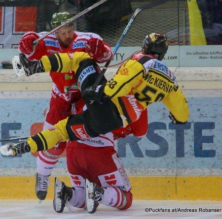 Vienna Capitals - HC Bozen Ryan McKiernan Albert Schultz-Eishalle ©Puckfans.at/Andreas Robanser