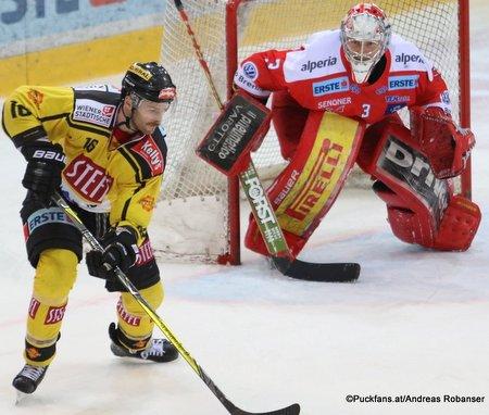 Vienna Capitals - HC Bozen MacGregor Sharp #16, Pekka Tuokkola #3 Albert Schultz-Eishalle ©Puckfans.at/Andreas Robanser