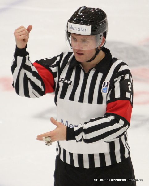 IIHF World Junior 2018 Referee Manuel Nikolic Harbor Center, Buffalo ©Puckfans.at/Andreas Robanser