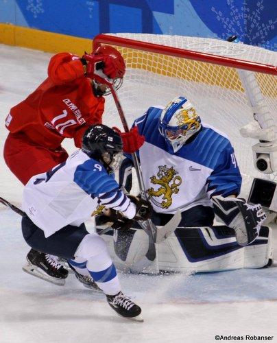 Olympic Winter Games Pyeongchang 2018 Women's Bronze Medal Game FIN - RUS Noora Räty #41, Lyudmila Belyakova  #10, Venla Hovi #9 Kwandong Hockey Centre ©Andreas Robanser