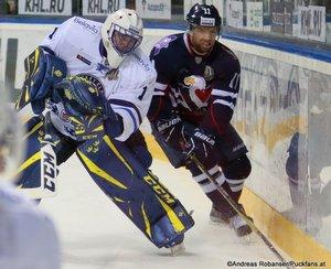 HC Slovan Bratislava - Dinamo Minsk Jhonas Enroth  #1, Zach Boychuk #11 Ondrej Nepela Arena 01.03.2018 ©Puckfans.at/Andreas Robanser