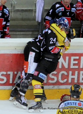 EBEL Play Offs 2018 Quarterfinal Game 1 Vienna Capitals - HC Innsbruck Florian Pedevilla #24, Aaron Brocklehurst #2 Albert Schultz-Eishalle ©Puckfans.at/Andreas Robanser