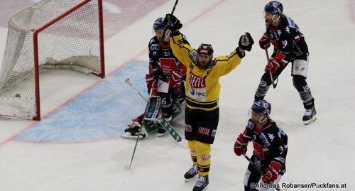 EBEL Play Offs 2018 Quarterfinal Game 3 Vienna Capitals - HC Innsbruck Lubomir Stach #26, Andreas Nödl #28, Tyler Spurgeon #19 Albert Schultz-Eishalle ©Puckfans.at/Andreas Robanser