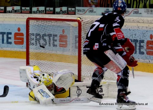 EBEL Play Offs 2018 Quarterfinal Game 5 Vienna Capitals - HC Innsbruck Andrew Clark #57, Jean-Philippe Lamoureux #1 Albert Schultz-Eishalle ©Puckfans.at/Andreas Robanser