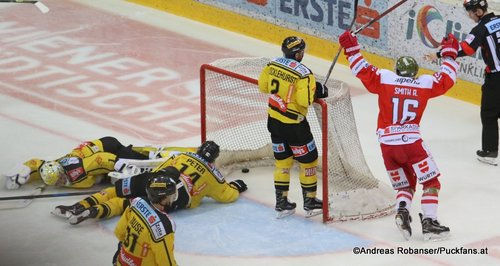 EBEL Play Offs 2018 Semifinal Game 3  Vienna Capitals - HC Bozen  Austin Smith #16, Andreas Nödl #28, Jean-Philippe Lamoureux #1, Patrick Peter #14 Eissportzentrum Kagran ©Puckfans.at/Andreas Robanser