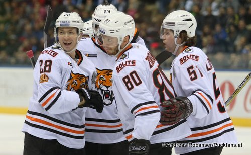 Amur Khabarovsk, KHL Season 2017-2018 Alexei Byvaltsev #28, Tomas Zohorna #80, Vyacheslav Litovchenko #51 ©Puckfans.at/Andreas Robanser