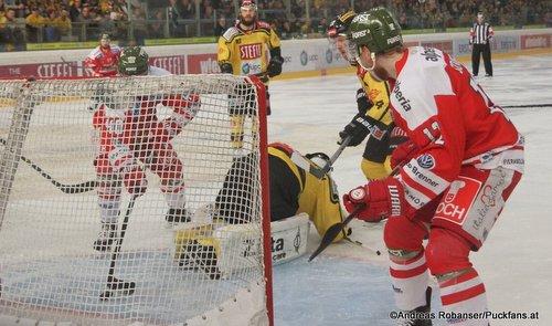 EBEL Play Offs 2018 Semifinal Game 5  Vienna Capitals - HC Bozen  Domenic Monardo #40, Jean-Philippe Lamoureux #1, Matias Sointu #12 Eissportzentrum Kagran ©Puckfans.at/Andreas Robanser