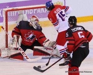 IIHF U18 World Championship Quarterfinal CAN - CZE Olivier Rodrigue #29, Jakub Adamek #5, Jonny Tychonick #5 Arena Metallurg, Magnitogorsk ©Puckfans.at/Andreas Robanser