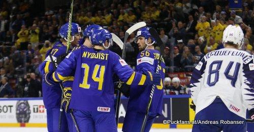 IIHF World Championship SWE - FRA Gustav Nyquist #14, Erik Gustafsson #56, Kevin Hecquefeuille Royal Arena, Copenhagen ©Puckfans.at/Andreas Robanser