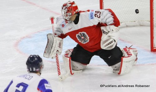 IIHF World Championship  AUT - SVK  Tomas Jurco #13, Bernhard Starkbaum #29 Royal Arena, Copenhagen ©Puckfans.at/Andreas Robanser