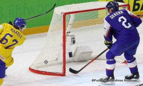 IIHF World Championship  SVK - SWE Rickard Rakell #67, Andrej Sekera #2 Royal Arena, Copenhagen ©Puckfans.at/Andreas Robanser