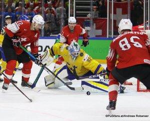 IIHF World Championship SUI - SWE Nino Niederreiter #22, Anders Nilsson #31, Royal Arena, Copenhagen ©Puckfans.at/Andreas Robanser