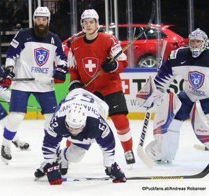 IIHF World Championship SUI - FRA Antonin Manavian #4, Florian Chakiachvili #62 Royal Arena, Copenhagen ©Puckfans.at/Andreas Robanser