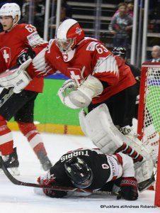 IIHF World Championship Semifinal: CAN - SUI Leonardo Genoni #63, Kyle Turris #8 Royal Arena, Copenhagen ©Puckfans.at/Andreas Robanser