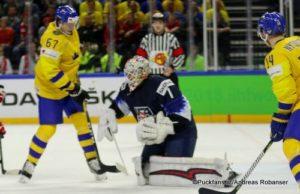 IIHF World Championship Semifinal: SWE - USA Rickard Rakell #67, Keith Kinkaid #1 Royal Arena, Copenhagen ©Puckfans.at/Andreas Robanser
