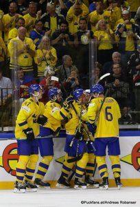 IIHF World Championship Semifinal: SWE - USA Mika Zibanejad #93, Adam Larsson #6, Royal Arena, Copenhagen ©Puckfans.at/Andreas Robanser