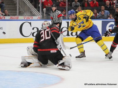 Hlinka Gretzky Cup 2018,Final SWE - CAN Nolan Maier #30, Alexander Holtz #27 Rogers Place, Edmonton ©Puckfans.at/Andreas Robanser