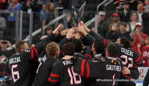 Hlinka Gretzky Cup Champions 2018  Team Canada, Kaedan Korczak #6, Peyton Krebs #18, Taylor Gauthier #01, Dylan Cozens #22 Rogers Place, Edmonton ©Puckfans.at/Andreas Robanser