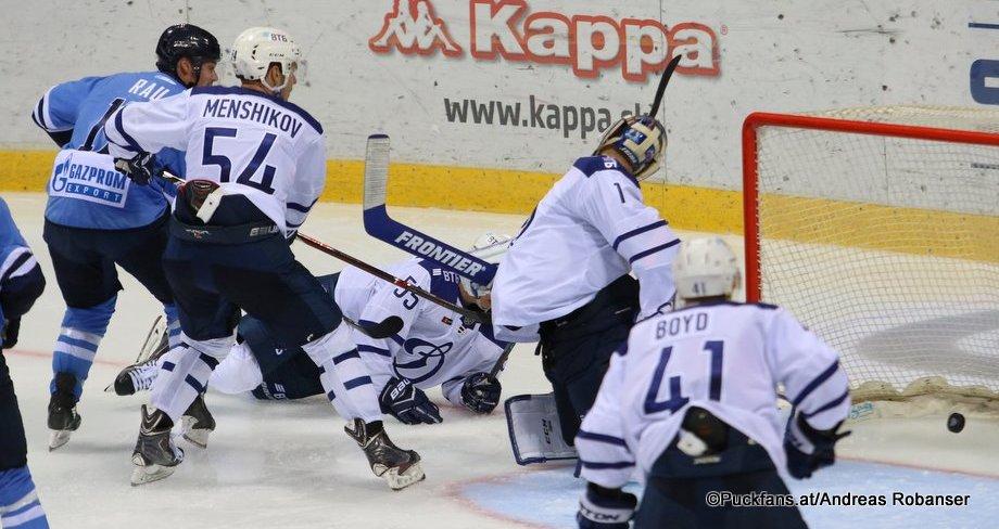HC Slovan Bratislava - Dynamo Moskau Chad Rau #17, Vitali Menshikov #5, Dmitri Vishnevsky #55, Alexander Yeryomenko  #1 ©Puckfans.at/Andreas Robanser