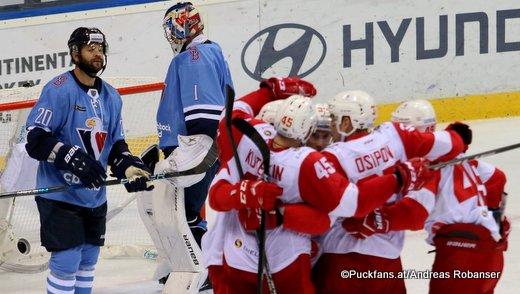 HC Slovan Bratislava - Spartak Moskau Jeff Taffe #20, Marek Ciliak #1, Andrei Kuteikin #45, Alexander Osipov #37. Andrei Kuteikin #45 ©Puckfans.at/Andreas Robanser