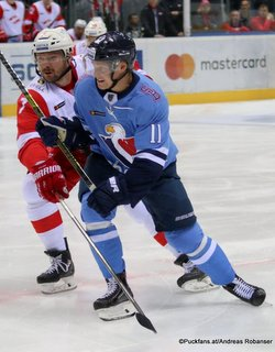 HC Slovan Bratislava - Spartak Moskau Dmitri Kalinin #7, Patrik Virta #11 ©Puckfans.at/Andreas Robanser