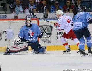 HC Slovan Bratislava - Jokerit Helsinki Jakub Stepanek #30, Geoff Platt #16, Mario Grman #7 ©Puckfans.at/Andreas Robanser