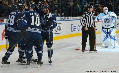 Dinamo Minsk - Sibir Novosibirsk Patrick Wiercioch #28, Kazionov #10, Danny Taylor #30 ©Puckfans.at/ Anton Ziuzenok