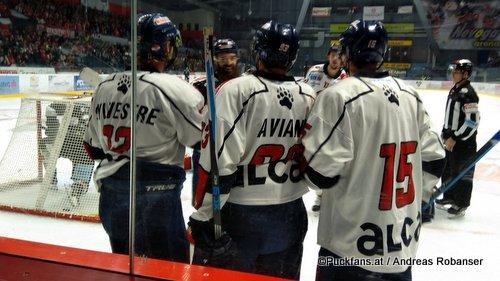 HC Orli Znojmo - Medvescak Zagreb Sébastien Sylvestre #2, Mike Aviani #93, Björn Svensson #15 ©Puckfans.at/Andreas Robanser