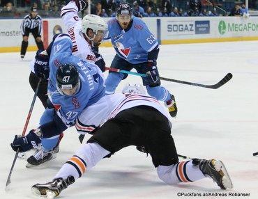 HC Slovan Bratislava - Amur Khabarovsk Mário Lunter #47, Danil Faizullin #93, Patrik Lamper #63 ©Puckfans.at/Andreas Robanser