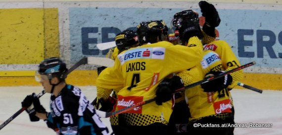 Vienna Capitals - Black Wings Linz Daniel Woger #51, Philippe Lakos #4 ©Puckfans.at/Andreas Robanser