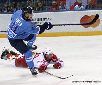 HC Slovan Bratislava - Kunlun Red Star Patrik Virta #11, Victor Bartley #88 ©Puckfans.at/Andreas Robanser