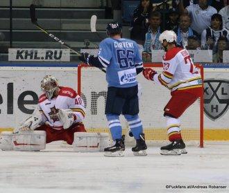 HC Slovan Bratislava - Kunlun Red Star Alexander Lazushin #40, Rudolf Cerveny #65, Krisjanis Redlihs #23 ©Puckfans.at/Andreas Robanser
