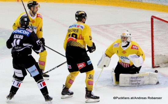 Vienna Capitals - HC Orli Znojmo Marek Kalus #11, Mario Fischer #50, Jean-Philippe Lamoureux #1 ©Puckfans.at/Andreas Robanser