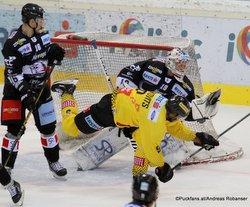 Vienna Capitals - HC Orli Znojmo Adam Sedlák #16, Ali Wukovits #9, Teemu Lassila #19 ©Puckfans.at/Andreas Robanser
