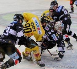 Vienna Capitals - HC Orli Znojmo Patrik Parkkonen #63, Kelsey Tessier #90, Teemu Lassila #19 ©Puckfans.at/Andreas Robanser
