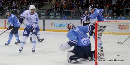 HC Slovan Bratislava - Barys Astana Patrice Cormier #28, Marek Ciliak #1 ©Puckfans.at/Andreas Robanser