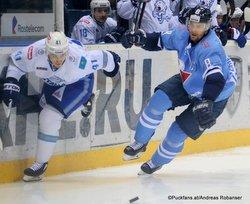 HC Slovan Bratislava - Barys Astana Dustin Boyd #41, Michal Sersen #8 ©Puckfans.at/Andreas Robanser