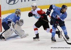 HC Slovan Bratislava - Avangard Omsk Marek Ciliak #1, Denis Zernov #16, Lukas Klok  #31 ©Puckfans.at/Andreas Robanser