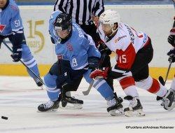 HC Slovan Bratislava - Avangard Omsk Matus Sukel #19, David Desharnais #15 ©Puckfans.at/Andreas Robanser
